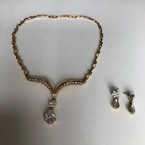 BNWT necklace and earrings set